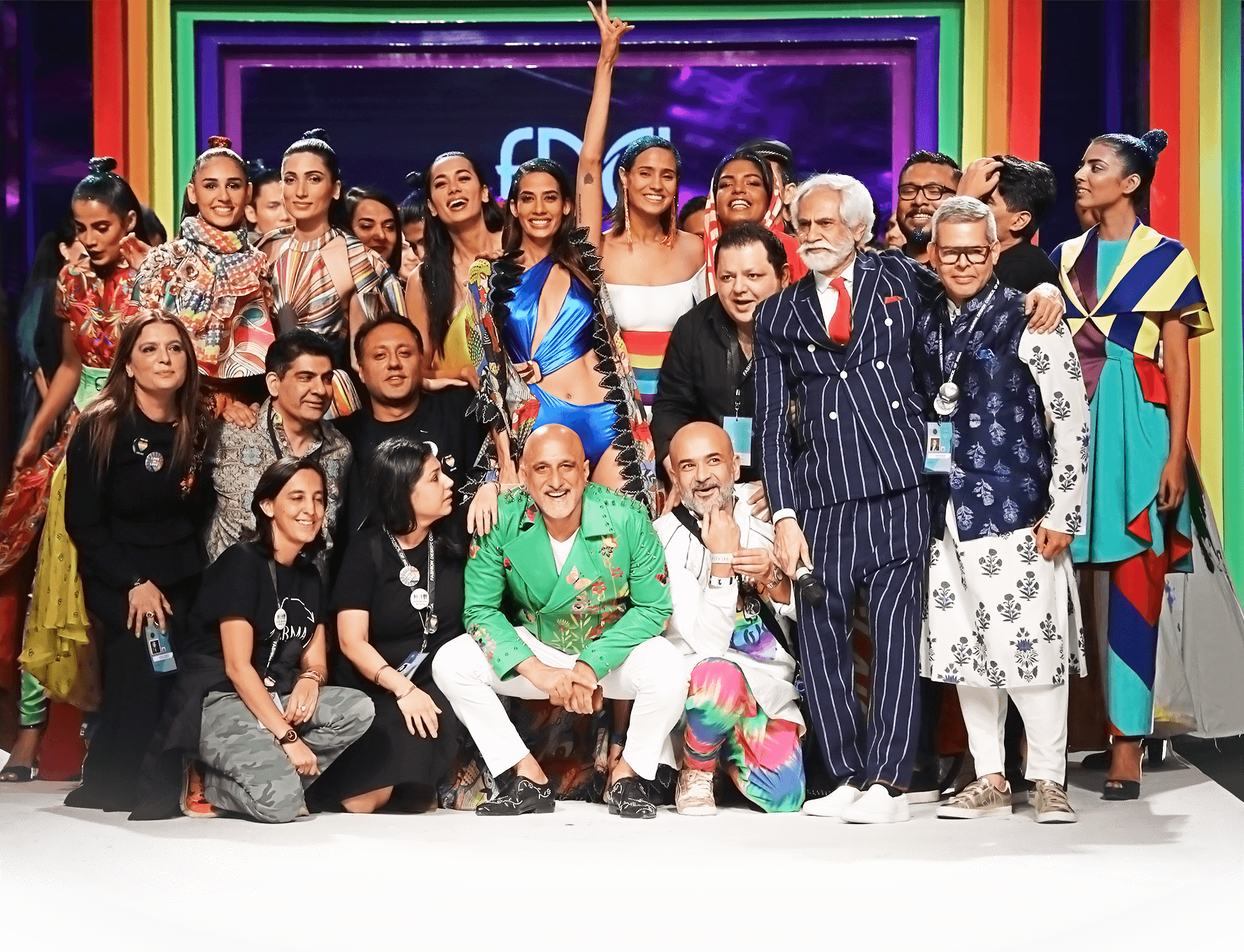 Mr. Sunil Sethi, President FDCI with the designers at the Finale LMIFW SS_19