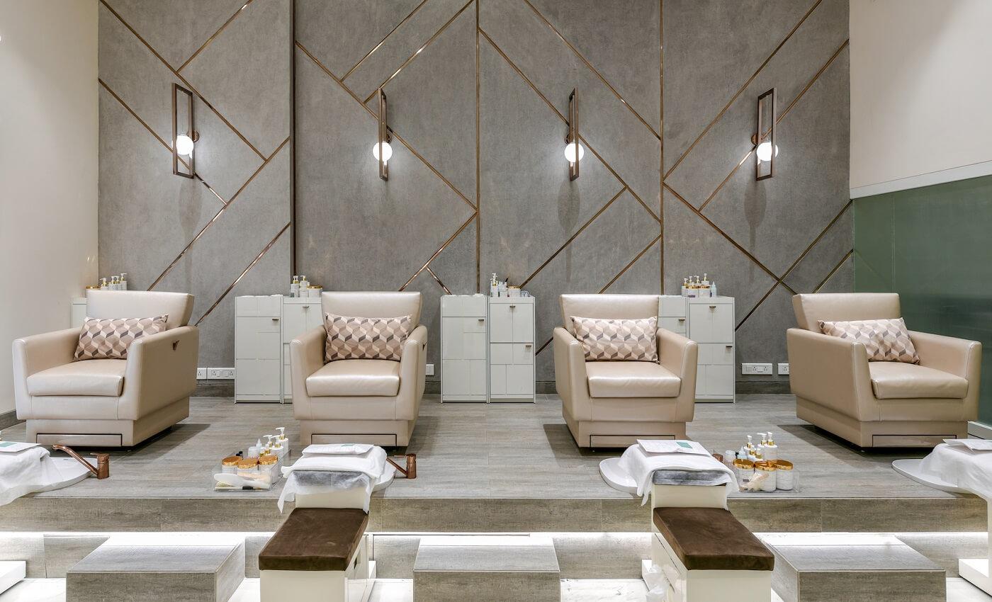 Luxury Spa In Mumbai White Door